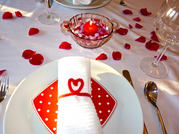 how to prepare a dining table for a romantic dinner