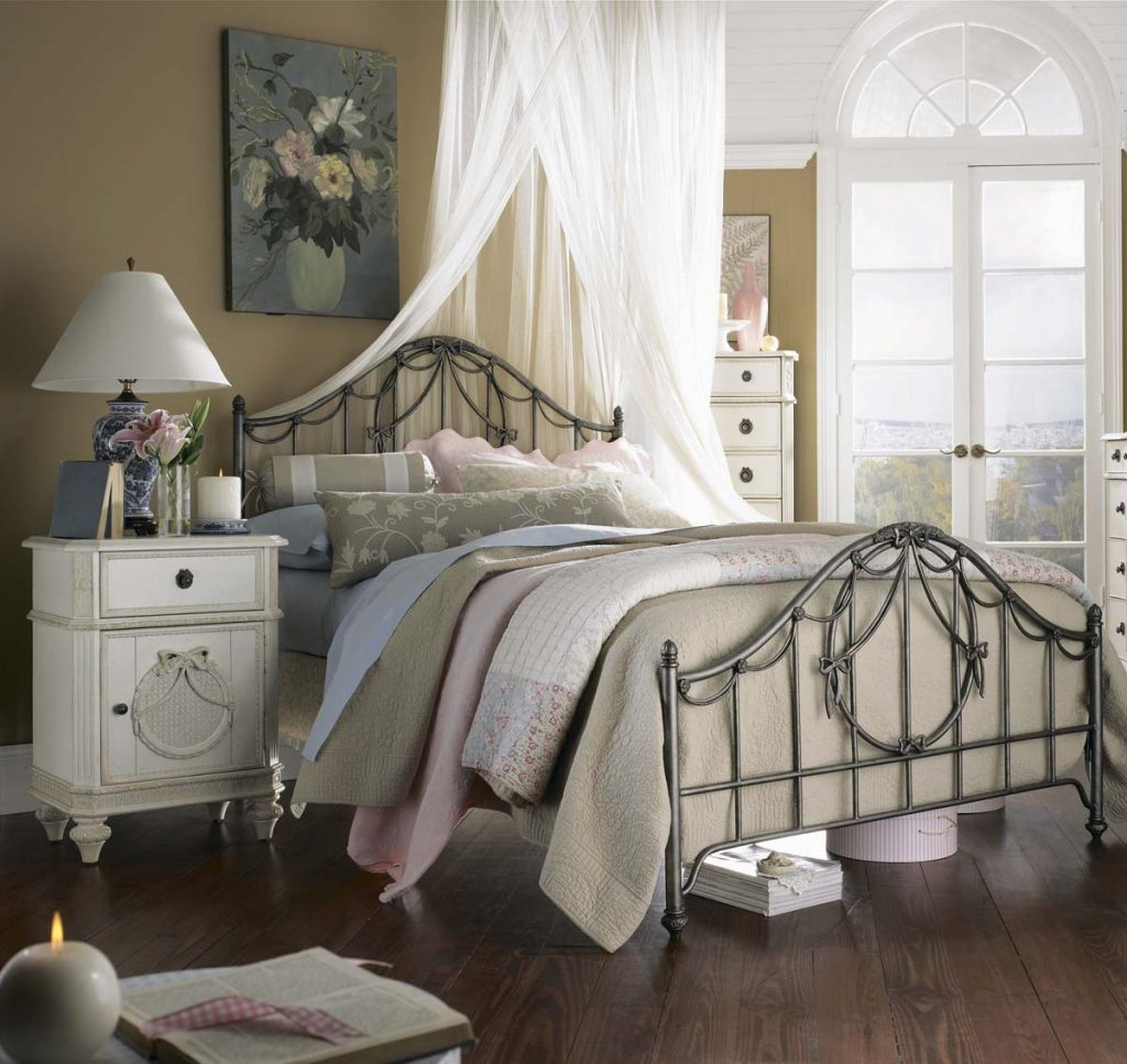 Vintage Full Bed 61