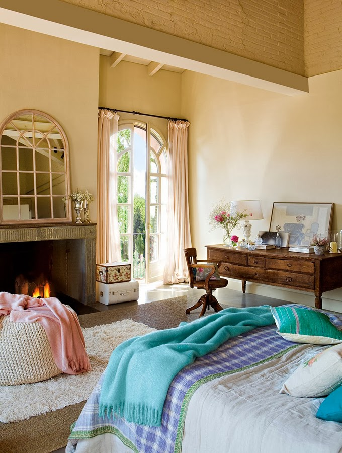 5 vintage bedroom sets ideas for 2015 5 Vintage Bedroom Sets Ideas for 2015 Vintage Beige Bedroom Romantic Atmosphere with Fireplace Long Curtain and White Bed by Eduardo