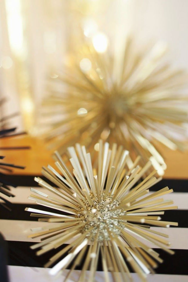 How to Decorate Your Round Dining Table for New Years Dinner how to decorate your round dining table for new years dinner How to Decorate Your Round Dining Table for New Years Dinner dining round table decor