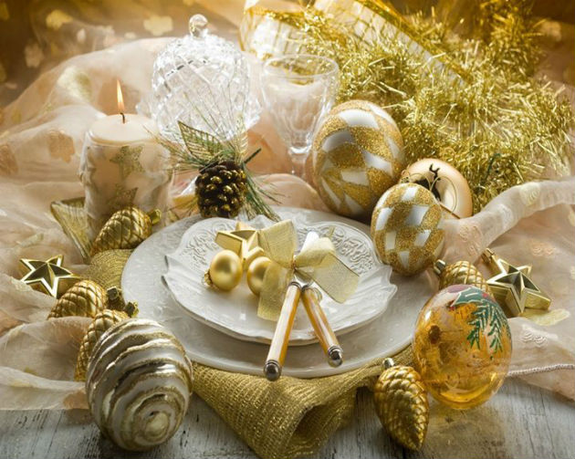 How to Decorate Your Round Dining Table for New Years Dinner How to Decorate Your Round Dining Table for New Years Dinner How to Decorate Your Round Dining Table for New Years Dinner gold decor
