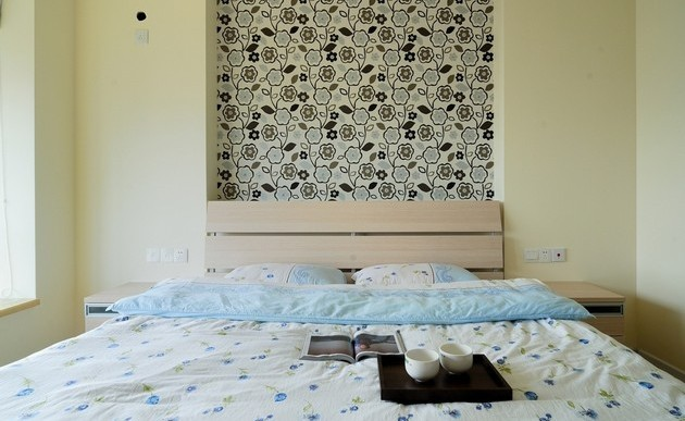 40 Beautiful Wallpapers for a Spring Bedroom Decor 40 beautiful wallpapers for a spring bedroom decor 40 Beautiful Wallpapers for a Spring Bedroom Decor Room Decor Ideas Bedroom Decor Wallpaper Bedroom Ideas Beautiful Wallpaper Spring Wallpaper Room Ideas 24 e1429694917608
