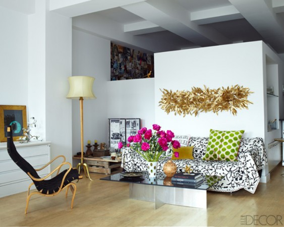 How to Create a Room Design with Metalics How to Use Metallic Pieces in a Living Room How to Use Metallic Pieces in a Living Room Room Decor Ideas Room Design Room Ideas Metalic Details How to Decorate with Metalics 7 563x450