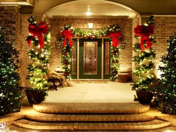 frontdoorchristmasdecoration front door christmas decoration ideas Best Front Door Christmas Decoration Ideas Outdoor Holiday Decorations for Sale 600x450