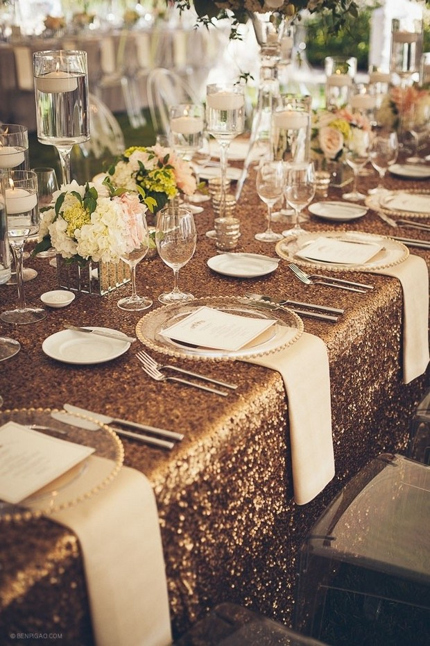 New Years Eve Party Ideas for Home: Get a luxury Table Setting New Years Eve Party Ideas for Home New Years Eve Party Ideas for Home: Get a Luxury Table Setting Room Decor Ideas Room Ideas New Years Eve Party Ideas Table Setting Luxury Interior Design Luxury Dining Room Design 6