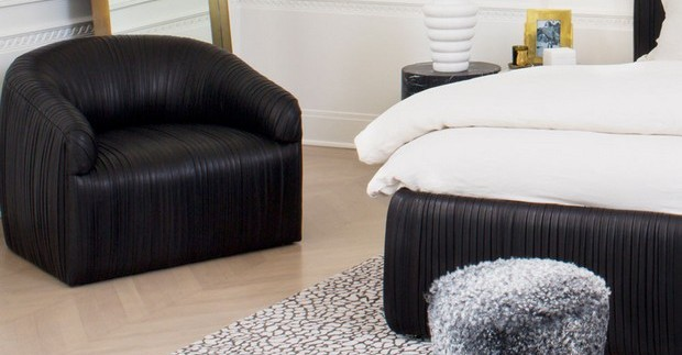 How to Decorate with Luxury Hide Rugs hottest accent chairs for stylish bedrooms Hottest Accent Chairs for Stylish Bedrooms Room Decor Ideas How to Decorate with Luxury Hide Rugs Luxury Rugs Luxury Interior Design Kelly Wearstler Bedroom Design e1456421383300