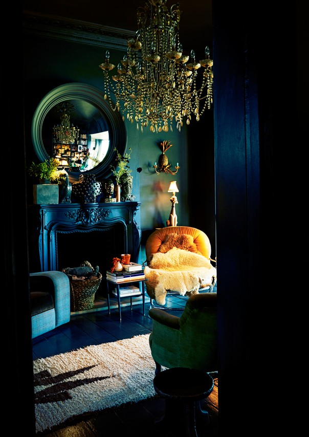 8 tips to decorate your home with dark colors room decor for Interior decorating dark rooms