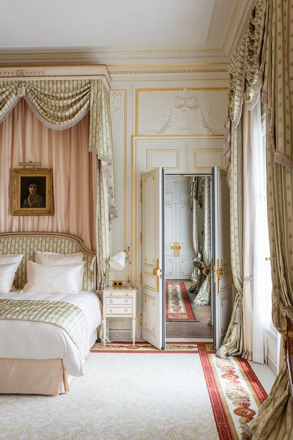 Hotel design get inside the new ritz paris room decor ideas for Places to get room decor