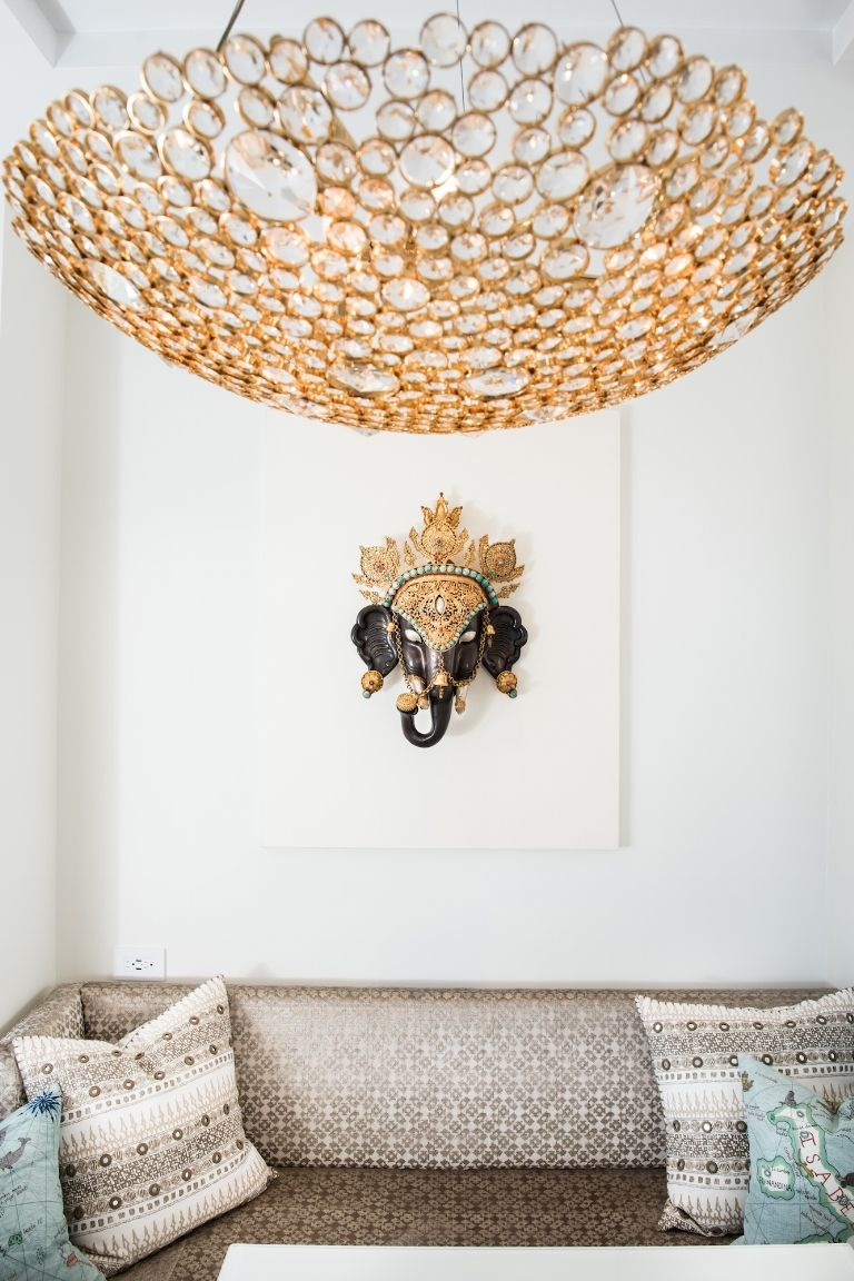 neutral colors eternity Chandelier  neutral colors How to use Neutral Colors in your home by Elle Decor Nuetral colors by elle decor74