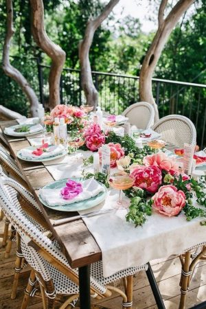 Elevate Your Spring Decor With These 5 Stylish Easter Tablescapes Stylish Easter Tablescapes Elevate Your Spring Decor With These 5 Stylish Easter Tablescapes Elevate Your Spring Decor With These 5 Stylish Easter Tablescapes 3 300x450