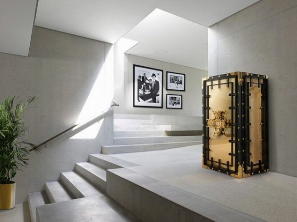 Keep Your Jewels Safe With these Amazing Luxury Safes Family